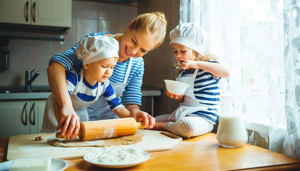 Awesome A Los Niños Pequeños Les Encanta Sentirse útiles Y Cocinar Es Una Forma De  Conseguirlou2026 Aunque No Siempre Quieran Los Padres Por Todo Lo Que Conlleva  Que ...